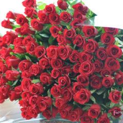 赤いバラ100本の特別なハナタバ